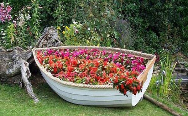 цветы в лодке