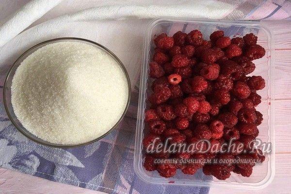 свежая малина и сахар