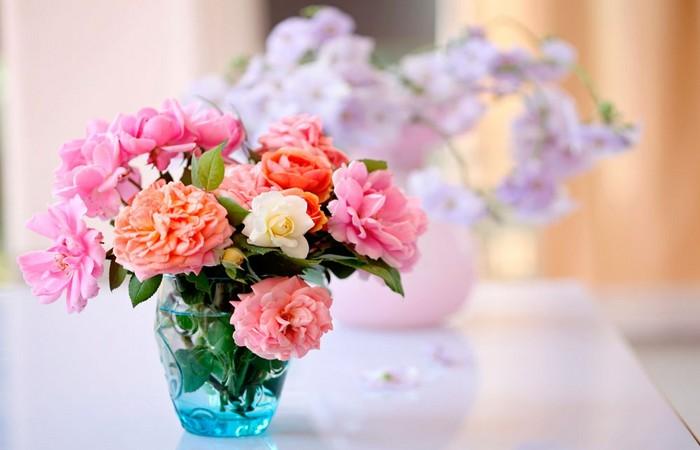 садовые цветы в вазе